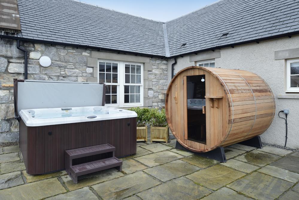 Mountain View Lodge Insh Sleeps 10 Hot Tub Sauna Pool