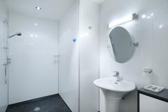 main-shower-room-mountain-view-lodge